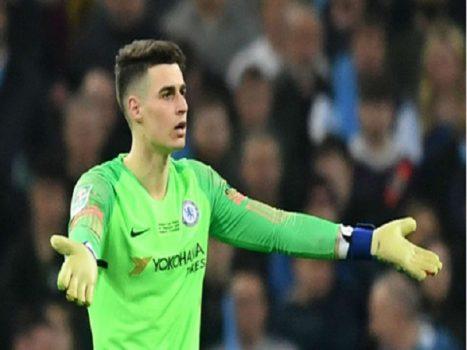 Cả người Chelsea lẫn đối thủ đều bất bình với Kepa