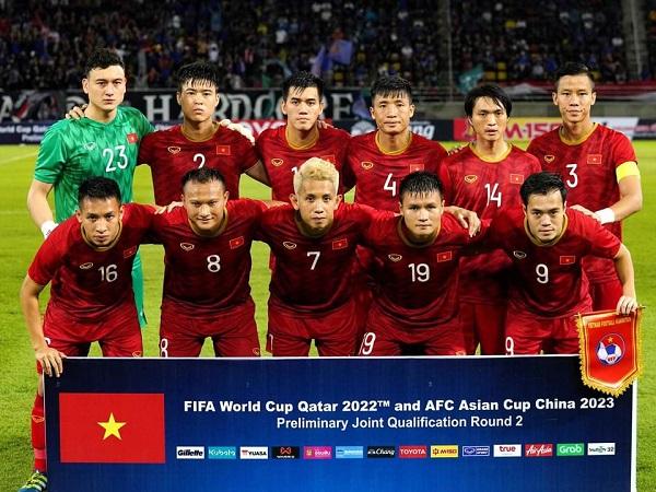 Nghịch lý của bóng đá Việt Nam