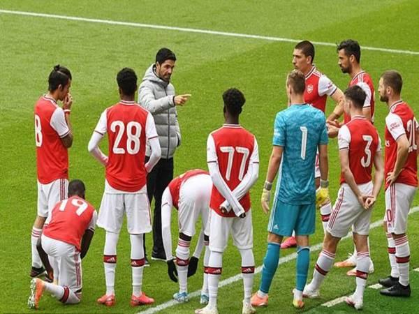 Arsenal thua ngược đội hạng Nhất trước trận gặp Man City