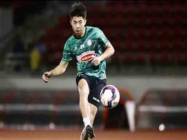 Tin bóng đá Việt Nam sáng 25/1 : Lee Nguyễn hoàn thành cách ly