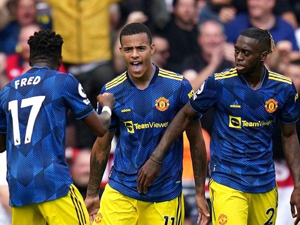 Bóng đá Anh 23/8: Hàng tiền vệ MU bị chê thậm tệ